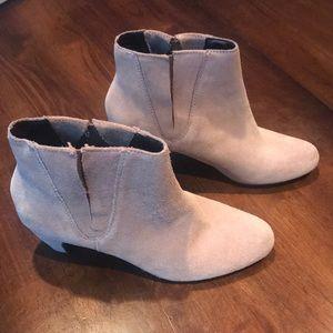 Sz 7 Ann Taylor Loft boots